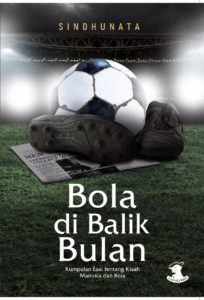 BOLA DI BALIK BULAN FRONT COVER